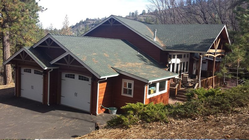 Quiet Secluded Elegant Home in the Forest, holiday rental in Murphys