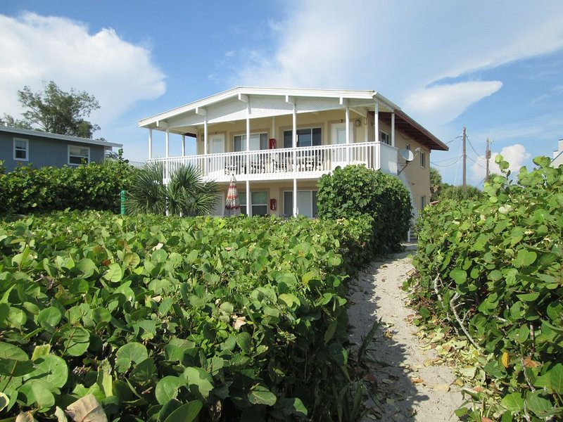 Beautiful Gulf Front Condo! 1 bedroom right on the Beach!, vacation rental in Englewood