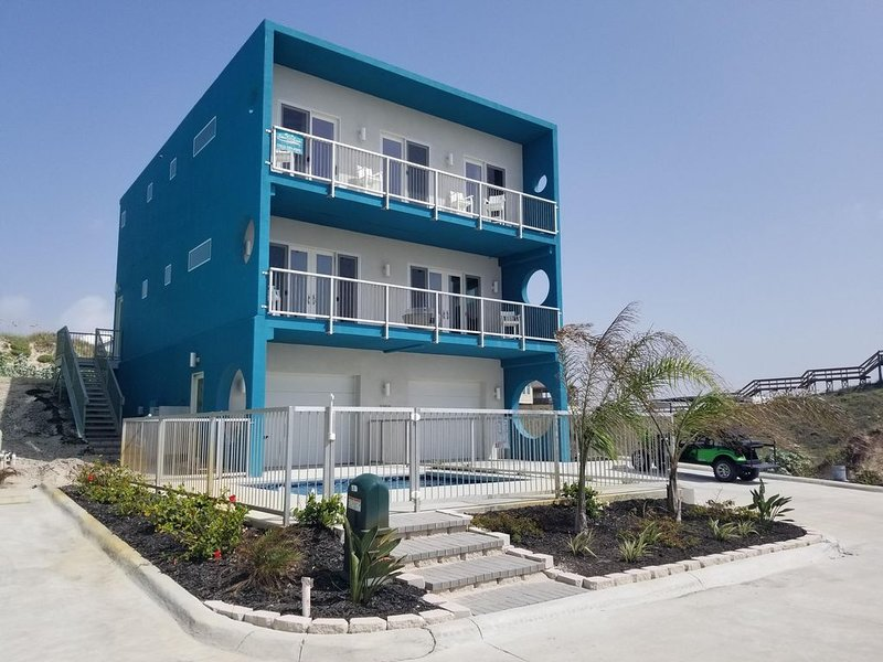 The Betty- On the Beach, Incredible Ocean/Beach Views, private pool, Low Allergy, vacation rental in Port Aransas