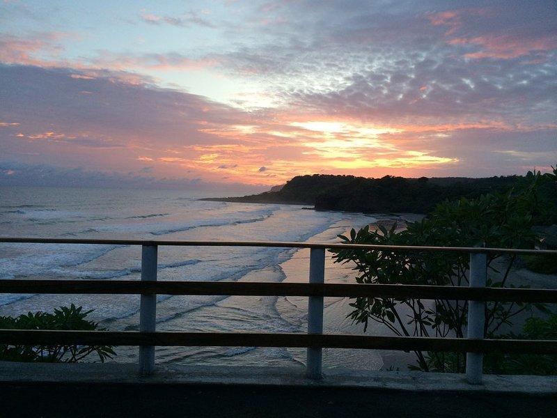 Wow!!!  Premiere Punta Mango Oceanfront Propety, alquiler de vacaciones en Jucuaran