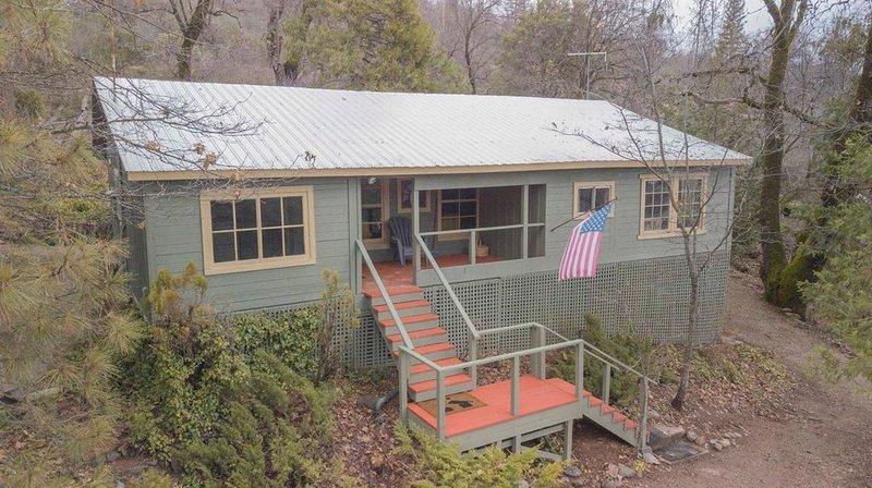 Baltyr Cabin at Pinehurst, location de vacances à Badger
