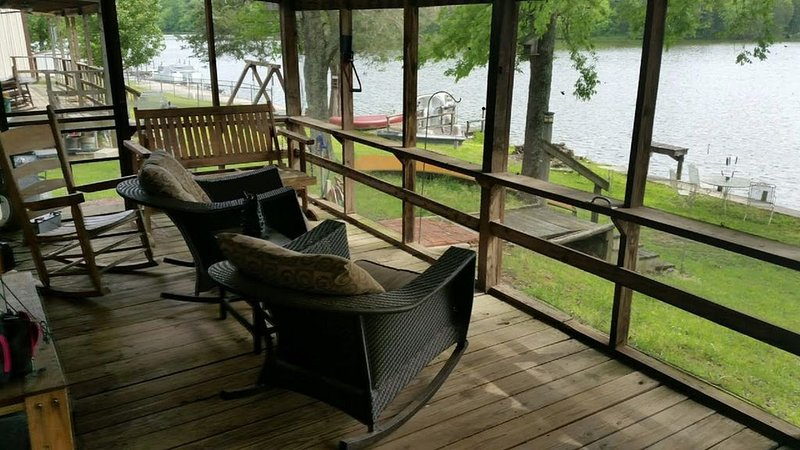 Beautiful Rustic Cabin On Lincoln Lake Is A Sportmans Paradise!, location de vacances à Tullahoma