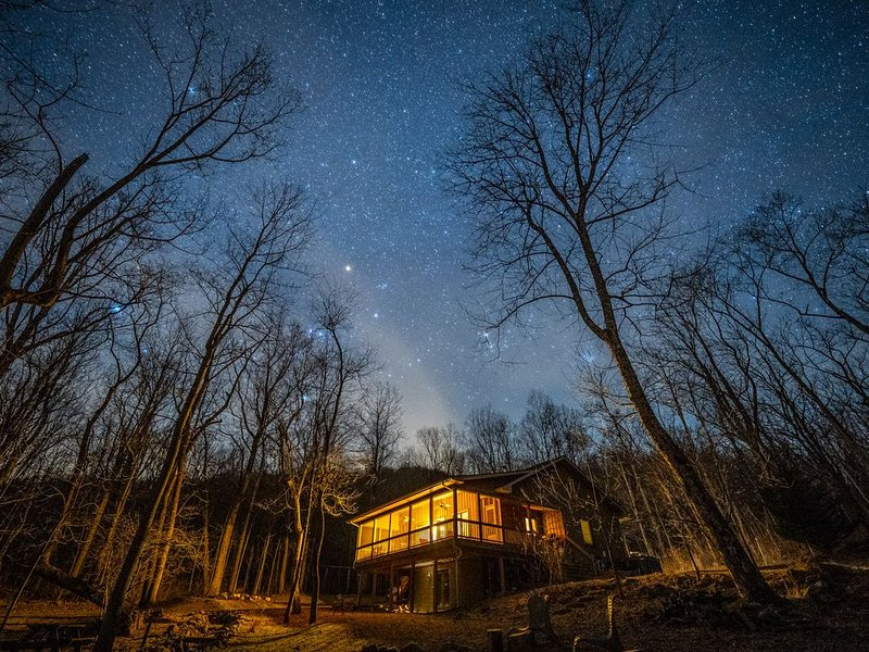 Modern Cabin on Old Rag -- Dog-Friendly!, holiday rental in Syria