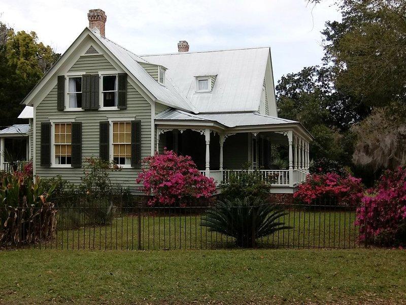 Historic Home, located in The Ridge Near Sapelo Island, Ferienwohnung in Darien