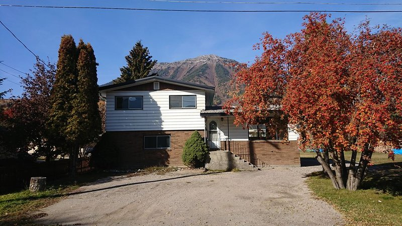 Family friendly, newly renovated 3 bedroom home in Fernie, holiday rental in Fernie