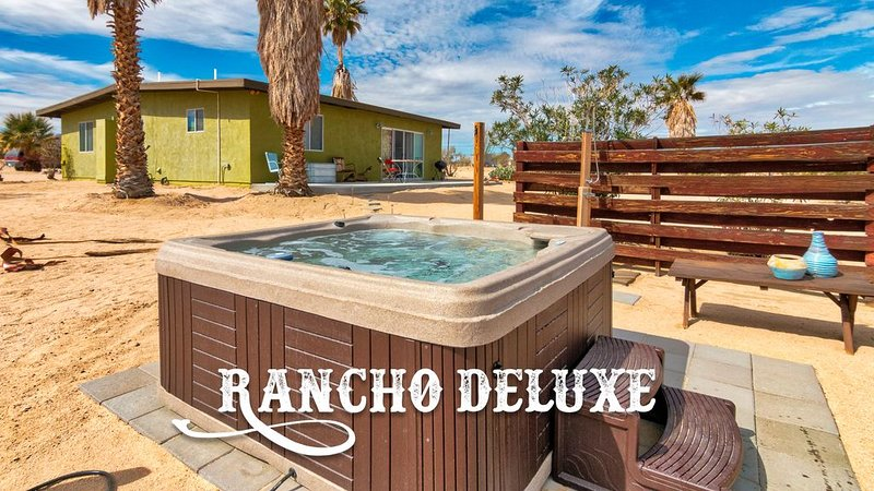 Rancho Deluxe | Retro Retreat on 5 Acres + Hot Tub, holiday rental in Twentynine Palms