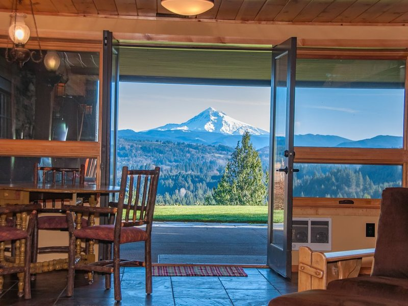 Gorgeous Mt. Hood View, Ski, Hike or Mt.Bike, holiday rental in Estacada