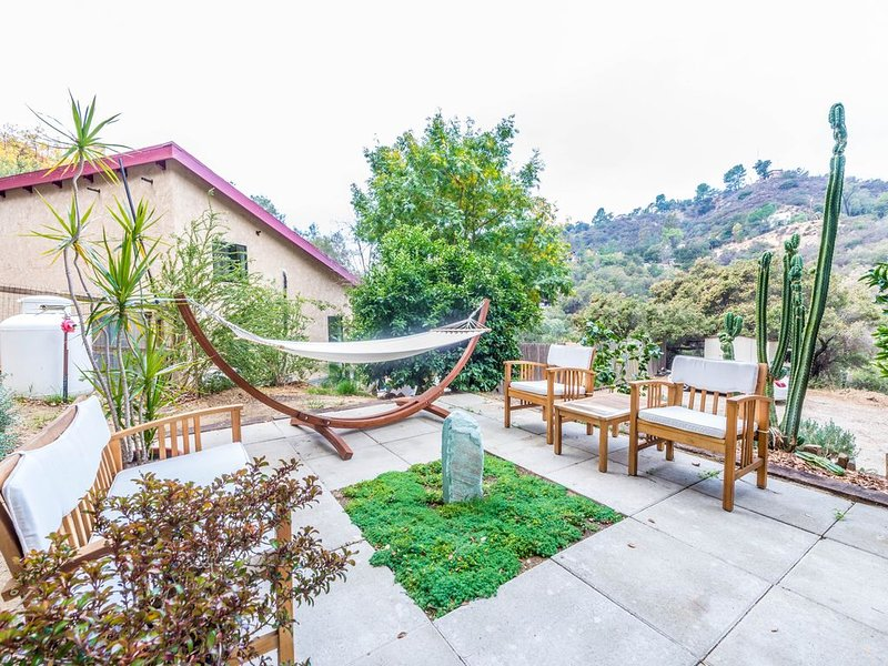 Chime House☀️Topanga Bungalow under the Oaks, vacation rental in Bell Canyon