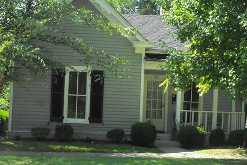 Pioneer Park Cottage, 2 BR/2 BA Downtown Historic Bardstown, holiday rental in Springfield