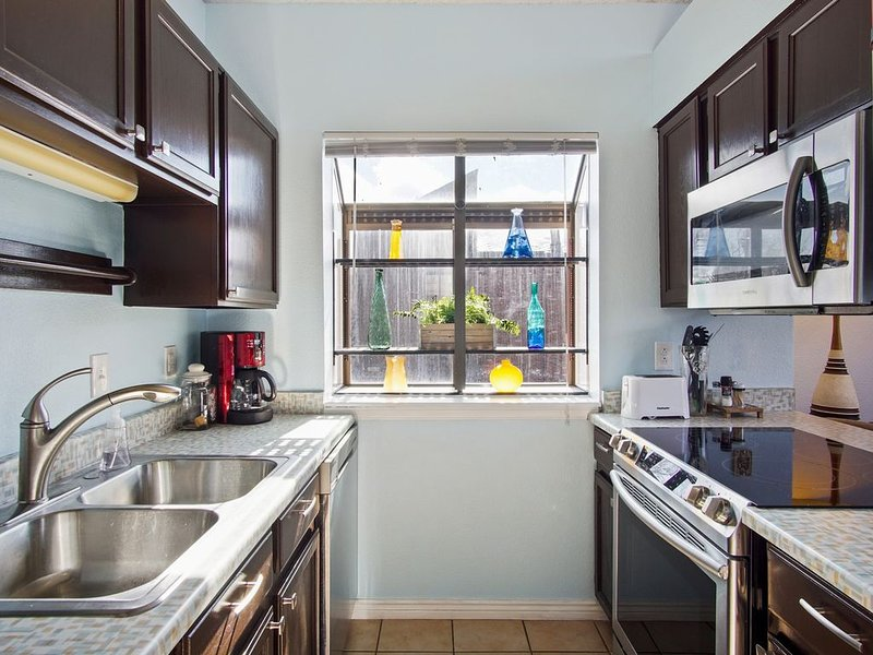 Cozy Top Floor 1 Bed Condo on Green Mountain with Cathedral Ceilings, holiday rental in Morrison