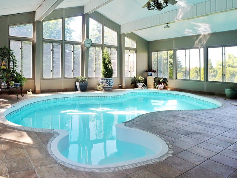 Estate Home With Indoor Swimming+Pool Sauna room+20 mins to downtown, vacation rental in Carp