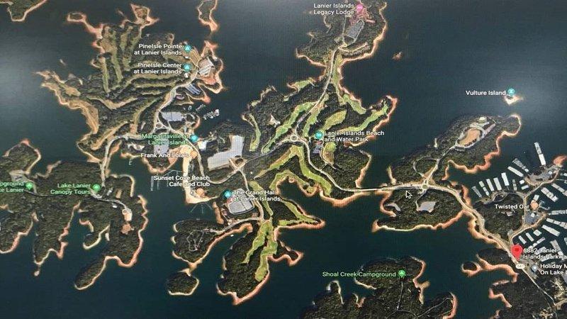 Este alquiler de casa se encuentra a solo 1 milla del lago Lanier y todas sus atracciones.