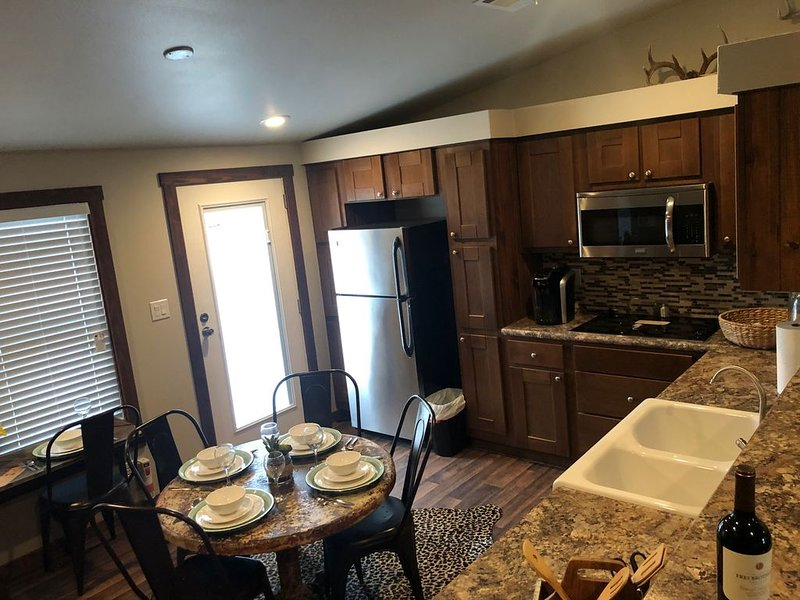 Fredericksburg Country Cabins 1 of 2, holiday rental in Comfort