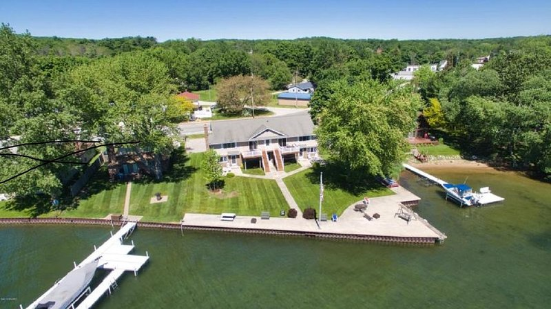 Waterfront Condo On Portage Lake, holiday rental in Manistee County