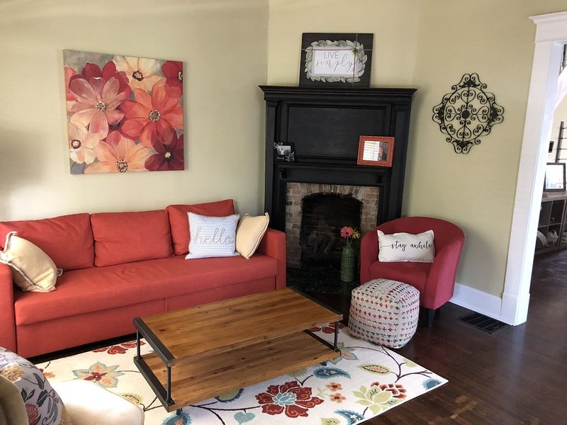Holy Cross duplex close to Mass Ave, holiday rental in Wanamaker