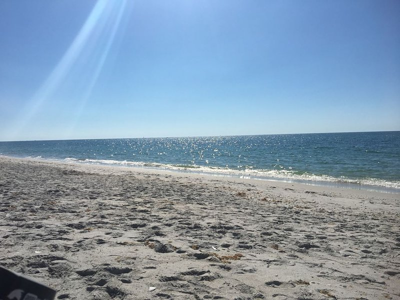 BAY TO BEACH VACATION STAY, vacation rental in Englewood