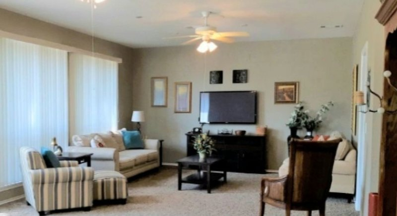 THE CROCKET STREETCONDO - 1.5 BLOCKS FROM THE SQUARE, vacation rental in Godley