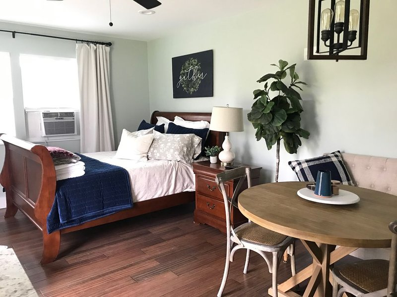 Home away from Home - Curtis Studio Guesthouse, holiday rental in Lorena