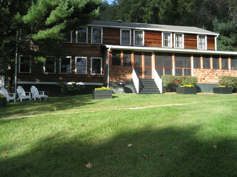 CAMP HOUSE on Twin Lakes, holiday rental in Sheffield
