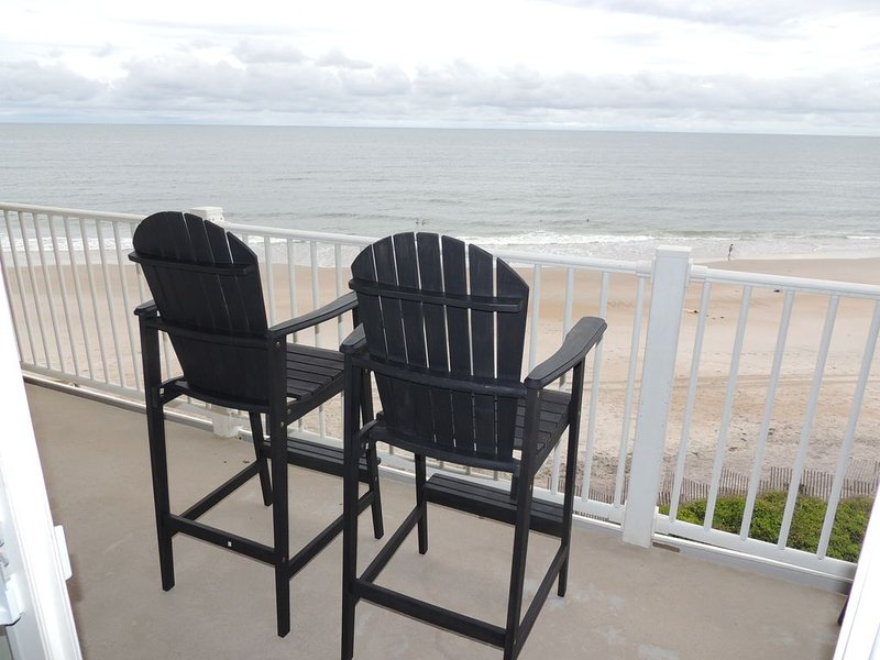 Point Unit! 3BR oceanfront escape with spectacular beach views * St Regis Resort, holiday rental in North Topsail Beach