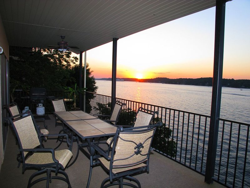 Modern 2000 sqft Condo with a Million Dollar Unobstructed Full Main Channel View, holiday rental in Eldon