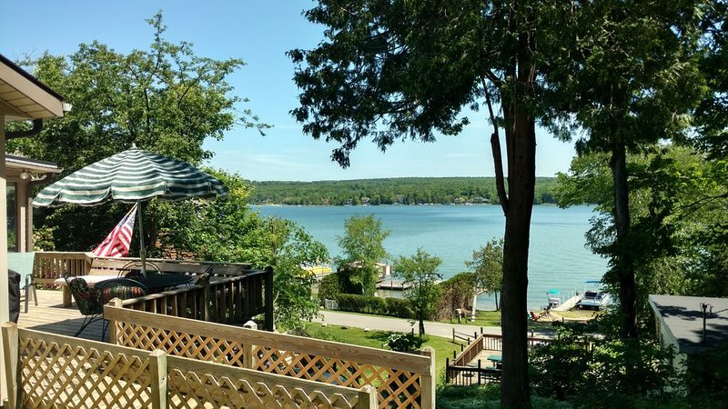 Waterfront Walloon Lake Home, holiday rental in Petoskey