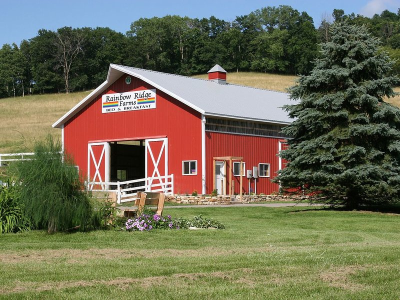 Rainbow Ridge Farms -Blue Room Farmstay Bed and Breakfast, holiday rental in La Crosse