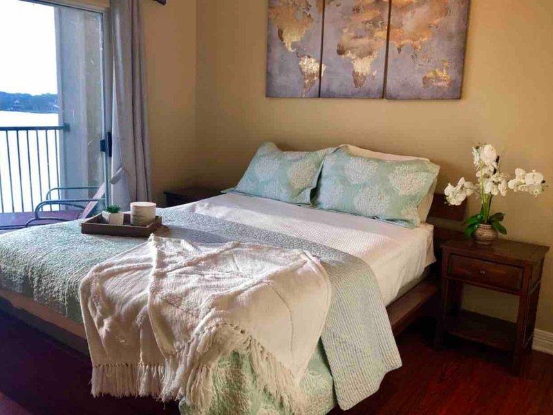New Listing! Gorgeous Sunset Cove Condo, location de vacances à Willis