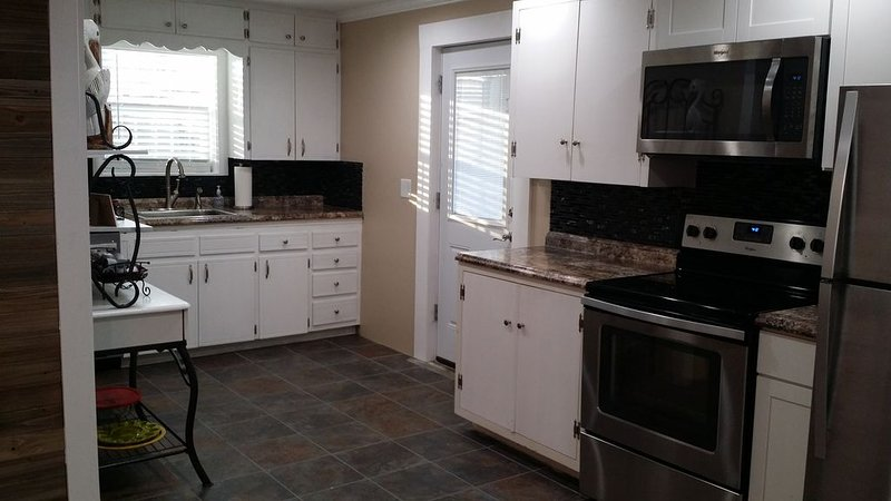 New 'Pelican Cottage' on Grand Lake!, holiday rental in Fairland