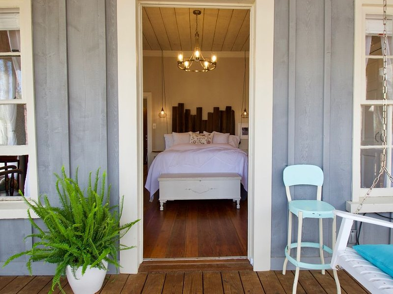 19th Century Schoolhouse turned Cottage in the Forest, vacation rental in Dahlonega