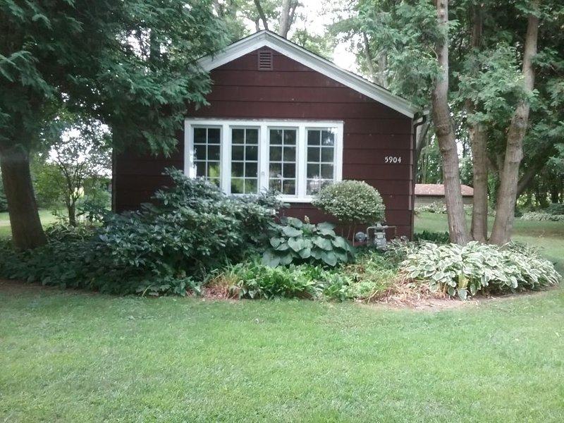 Farmhouse, Hutchins Lake, Fennville, Mi 49408, holiday rental in Fennville