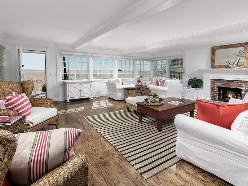 Beautiful Beach Front Home, aluguéis de temporada em Newport Beach