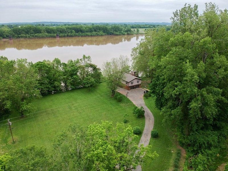 Relaxing River House Getaway-Sleeps 10, vacation rental in Pleasure Ridge Park