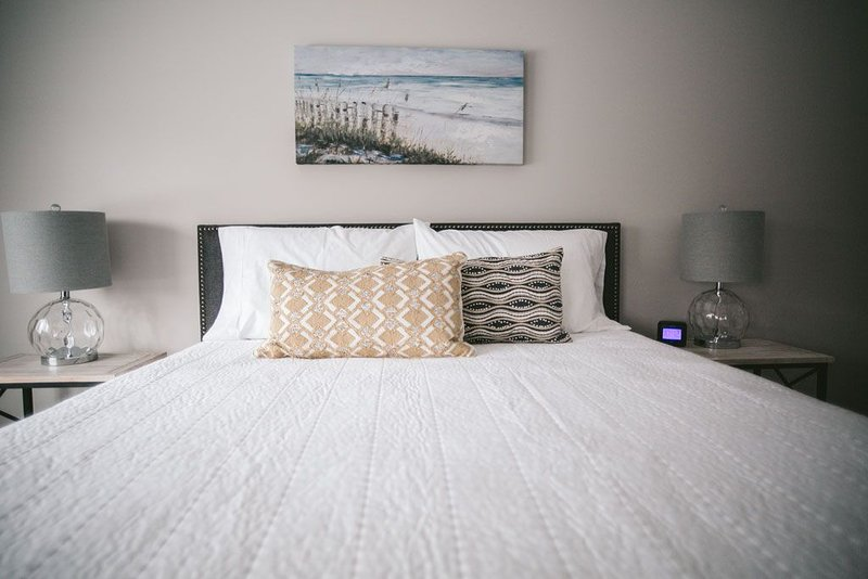 Modern Downtown Boutique Hotel Near Beach, holiday rental in Stevensville