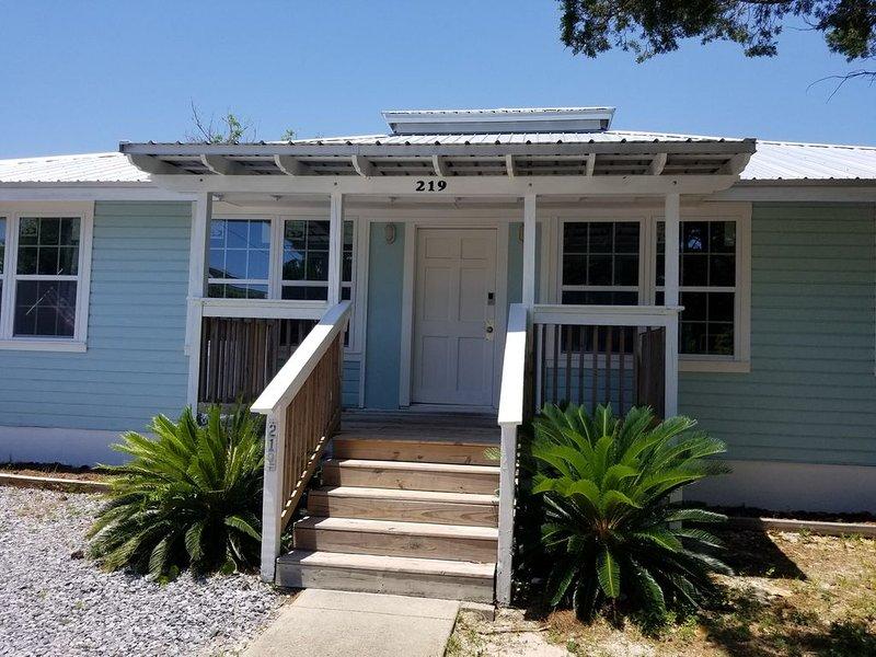 Florida cottage. 2 bedroom sleeps six. Apartment #1, casa vacanza a Laguna Beach