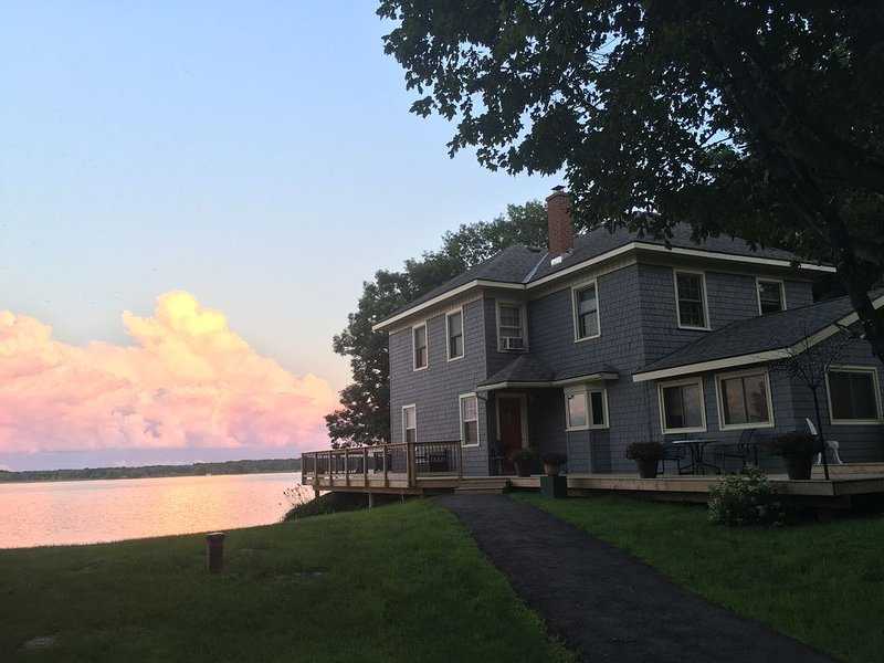 -1000 ISLANDS CARRIAGE HOUSE, alquiler de vacaciones en Delta