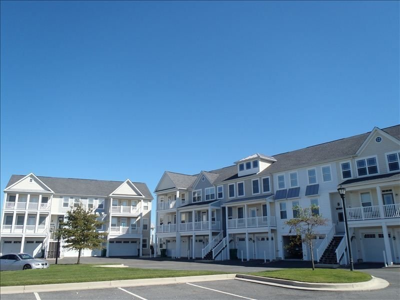 LUXURY BAYHOUSE WITH PRIVATE DECKS IN SEMI-PRIVATE COMMUNITY, location de vacances à Ocean City