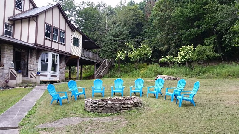 Mountain Retreat on Wooded 23 Acres  great for families and friend gatherings, alquiler vacacional en Millersburg