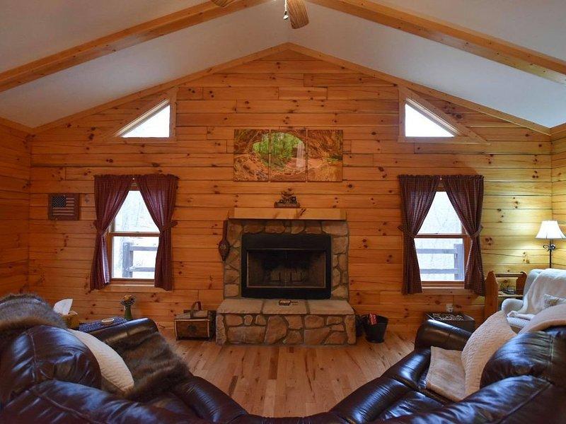 'Gray Fox Den' in the heart of Hocking Hills, Ohio, holiday rental in Logan