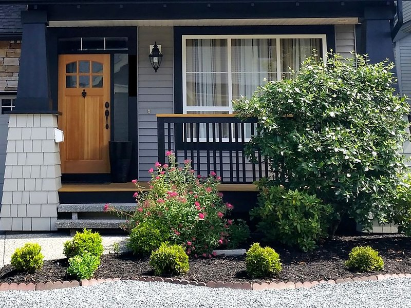 Private Spacious Bright Basement Suite, alquiler de vacaciones en Langley City
