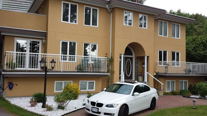 Luxury Suite near downtown Vancouver and Horseshoe Bay  Ferries., holiday rental in Britannia Beach