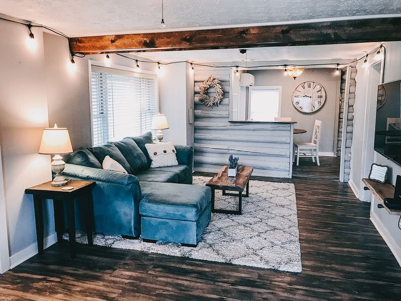 Cozy Cottage AVL: 3 BR, 2 BA House in Arden, Sleeps 6, holiday rental in Mills River