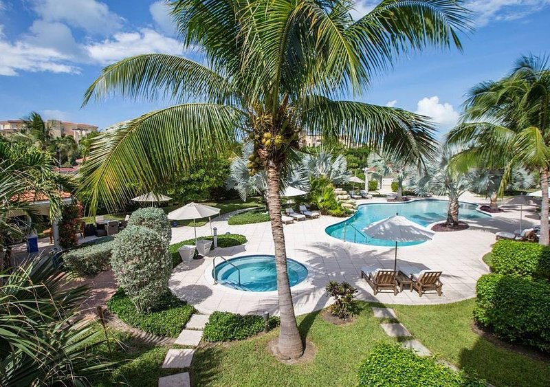Beautiful❤ (Recommended) 2 Bed Luxury Suite * Grace Bay Beach- Excellent Reviews, holiday rental in Grace Bay