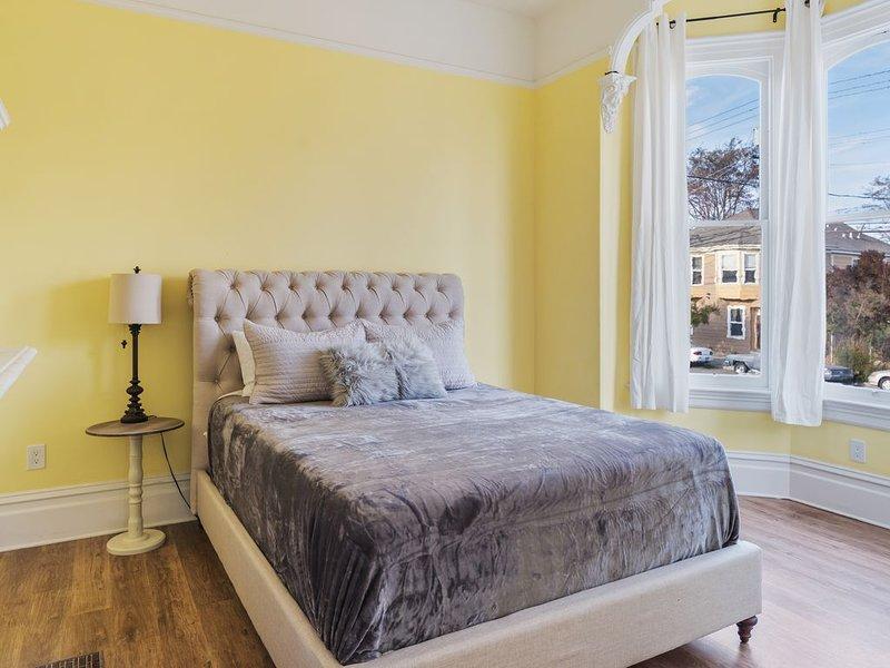 Grand Victorian Mansion ~Minutes to SF~ Sleeps 10!, alquiler de vacaciones en Oakland
