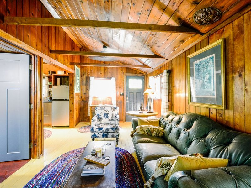 Cozy cabin near beaches, outdoor activities, National Park, Little Traverse Lake, holiday rental in Maple City
