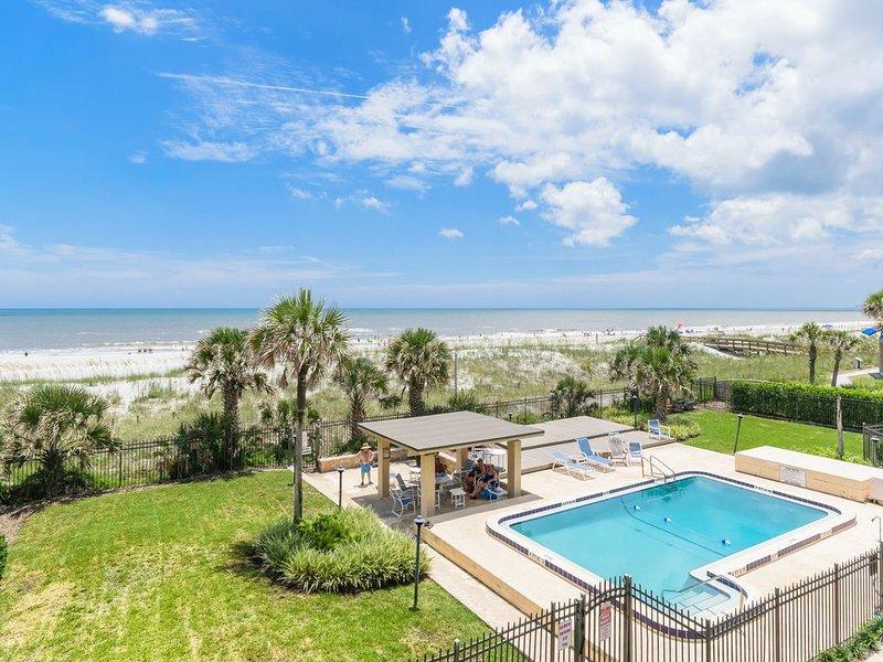 Exquisite Oceanfront Condo with Designer Finishes, alquiler vacacional en Jacksonville Beach