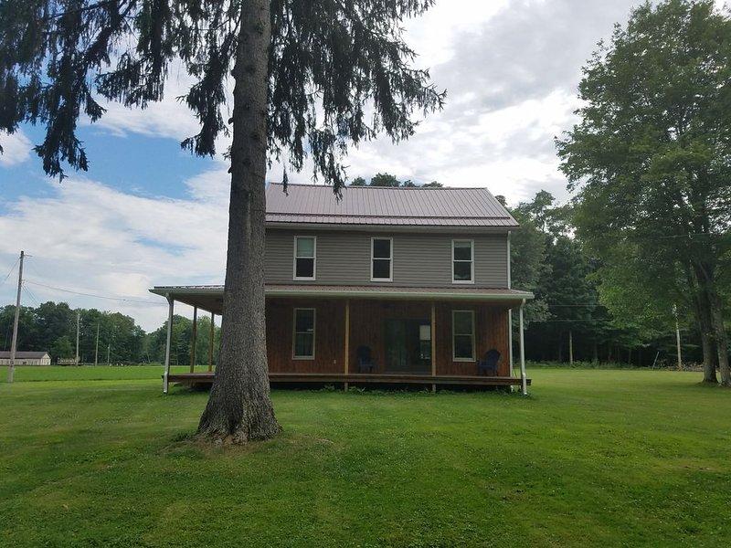 **Beautiful Country Farmhouse** **Clark's Mills, Pennsylvania **, holiday rental in Clarks Mills