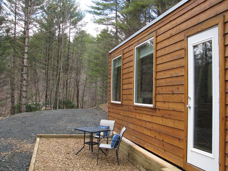 Tiny House On Wheels across from New River, alquiler de vacaciones en West Jefferson