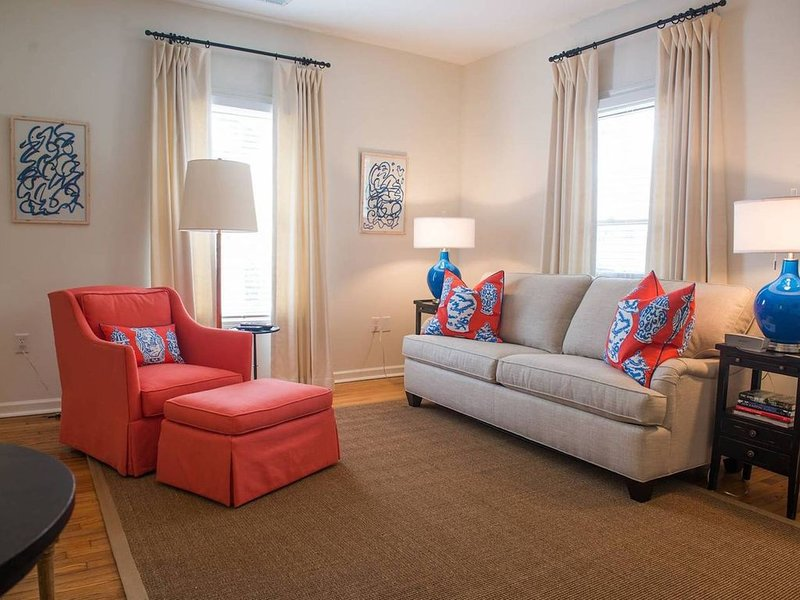 Luxury Apartment Downtown Historic District.  Walkable to Main., vacation rental in Greenville