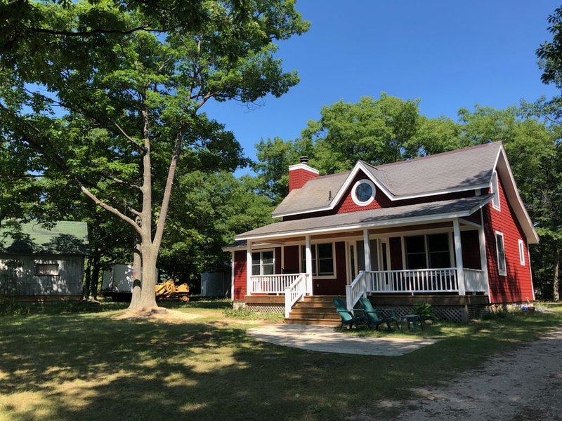 Fully remodeled cottage, tranquil yet  close to the main road ., holiday rental in Beaver Island